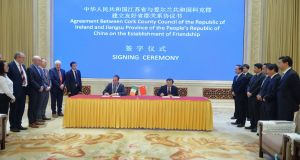 Mayor of Cork County Cllr Declan Hurley and Jiangsu governor Wu Zhenglong at the signing of the sister-city agreement between Cork county and Jiangsu in Nanjing November 2017.