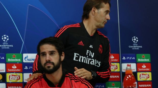 Lopetegui leaves a press conference with Isco ahead of Real Madrid's Champions League clash with Viktoria Plzen. Photo: Sergio Perez/EPA