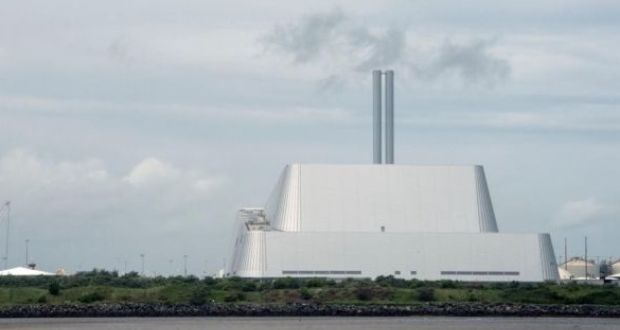 Poolbeg incinerator:  Dublin City Council   said about 50,000 homes could be heated using water heated by the waste incinerator. Photograph: Brenda Fitzsimons