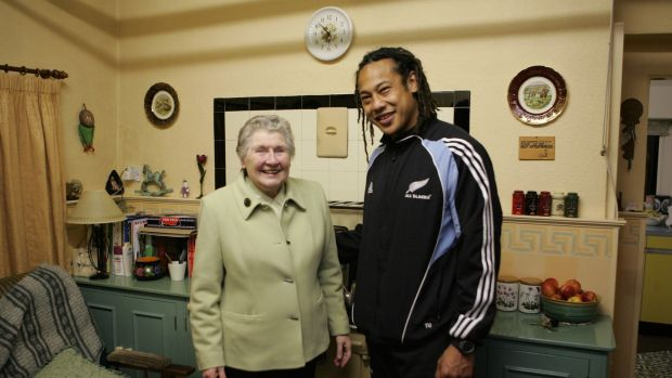 All Black captain Tana Umaga stands in the kitchen of the home where 1905 All Black captain Dave Gallager was born with present home owner Ena Corry on November 9th, 2005 in Ramelton, Donegal, Ireland. Photo: Ross Land/Getty Images