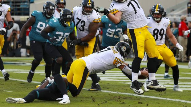 Ben Roethlisberge of the Pittsburgh Steelers dives to score the winning touchdown against the Jacksonville Jaguars. Photograph: Scott Halleran/Getty