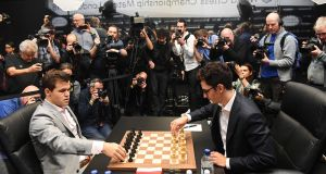 Norway's World Chess Champion Magnus Carlsen (L) prepares to play against US challenger Fabiano Caruana (R) during round 12 of the World Chess Championships in London. Photo: EPA