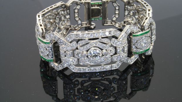 1905 Diamond and Emerald bracelet 15 carats in total (€49,000), Weldons, Clarendon Street.