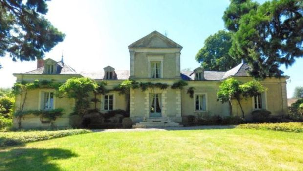 €379,500: six-bedroom Indre manor house