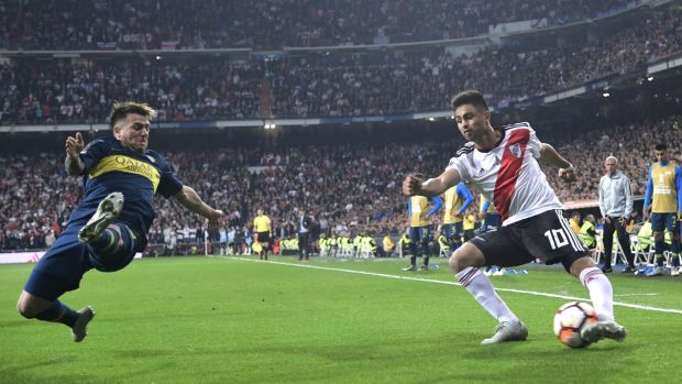 River Plate's Gonzalo Martinez is challenged by Boca Juniors' Julio Buffarini. Photo: Javier Soriano/Getty Images