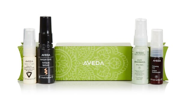 Perfect for anyone: Aveda Style on the Go Christmas Cracker (€18)