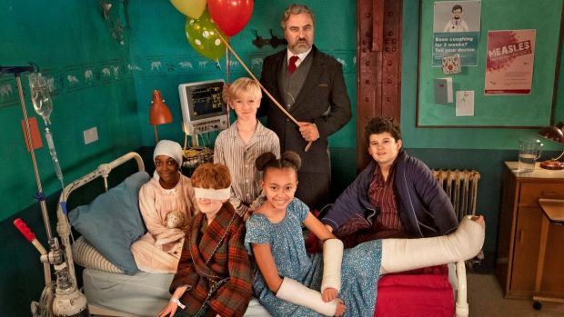 David Walliams and the young cast of The Midnight Gang, BBC
