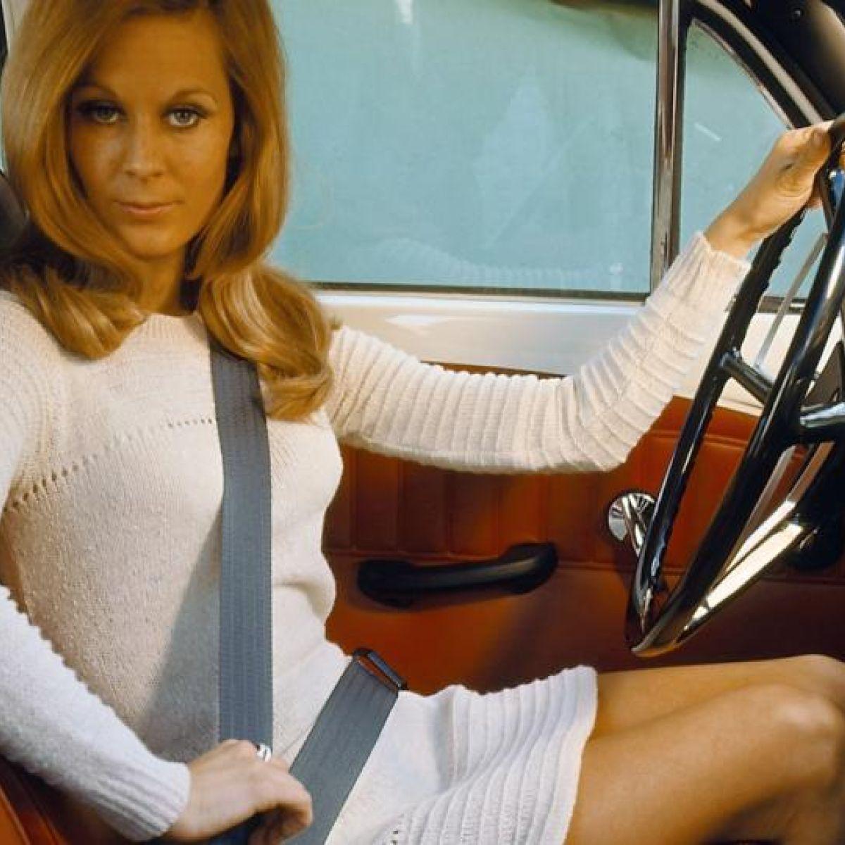 Design Moment: Three-point seat belt, 1958