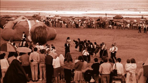 A 70ft figure of Gulliver on Dollymount Strand on July 13th, 1988