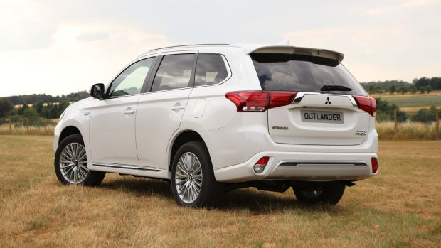 Mitsubishi Outlander PHEV plugging the gap between now and