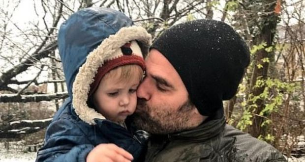 rob delaney with his two year old son henry who died last