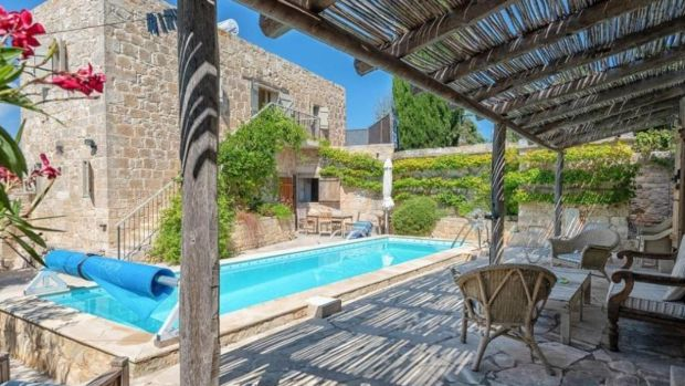 €350,000: two-bedroom house with outdoor pool and two-bedroom pool house