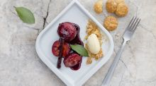 Plum pud: Baked fruit in red wine