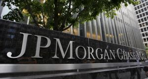 JP Morgan Chase & Co, America's biggest bank, reported a 16 per cent decline in fixed income trading revenues for the fourth quarter, less than the drop its rival Citigroup reported this week