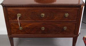 Lot 214: George III Mahogany low boy €300-€500