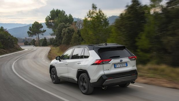 Thanks to the current global clamour for SUVs and 4x4s, that meant giving the new RAV4 a few more sharp edges and straight lines, eschewing the general trend towards soft, round, shapes seen in previous models