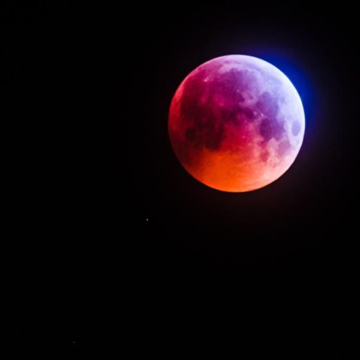 quality design c037e e46fa Super blood moon  Skywatchers in luck as Irish skies remain clear