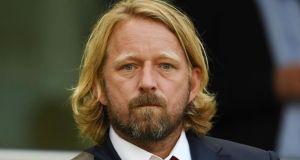 Arsenal have announced head of recruitment Sven Mislintat will leave the club next month.