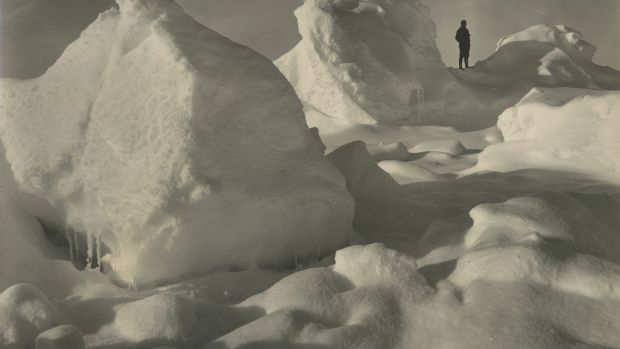 Lot 202: A selection of 20 views from Shackleton's expeditions by Frank Hurley ( €5,800- 8,100)