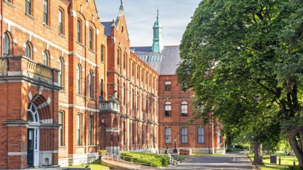 The UCD Smurfit MBA provides you with exposure to leaders on global issues, delivered in a classroom setting, by an international faculty in a beautiful campus in Dublin
