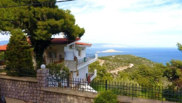 Peloponnese: three-bedroom house with balconies