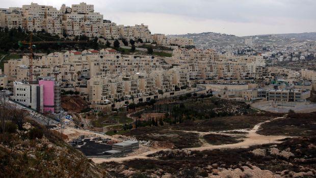 Apartamentos en construcción en el asentamiento israelí de Har Homa en Jerusalén oriental. Ha habido un fuerte aumento en tales proyectos desde que el presidente Donald Trump asumió el cargo. Fotografía de archivo: Ahmad Gharabli / AFP / Getty Images