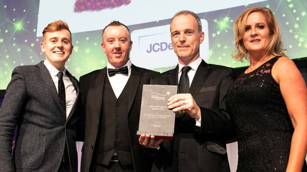 Tony O'Flanagan, Marketing Director, JCDecaux, presents the Best Multi-Platform Sponsorship award to Jay Wilson, Lidl Ireland, Jackie Cahill & Aislinn Harkin, LGFA.