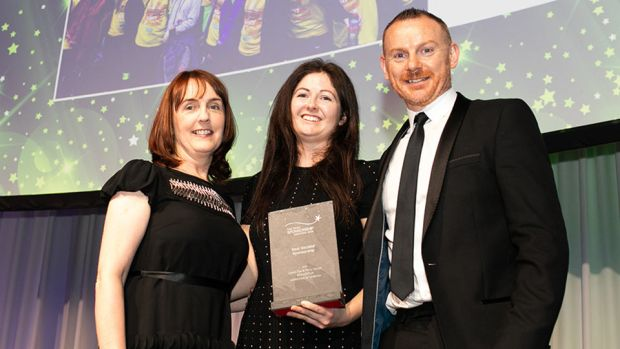 Sarah Rooney, Associate Director, Amárach Research, presents the Best Societal Sponsorship award to Ann Marie Finucane & Paul Kelly, Unilever Ireland.