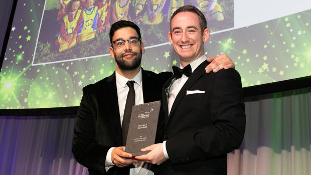 Conor Cullen, Sponsorship and Events Manager, Football Association of Ireland, presents the Best Use of Social Media award to Tom Mughal, Lidl Ireland.