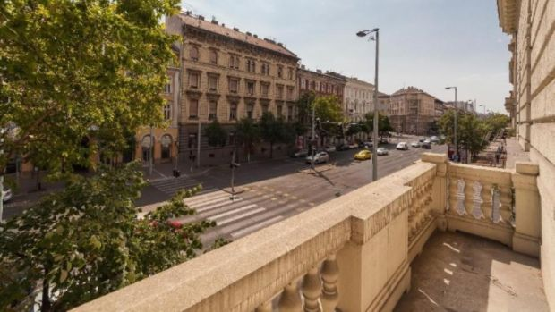 Budapest: two-bedroom period apartment in District V