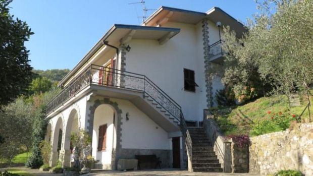 Massa-Carrara: three-apartment building
