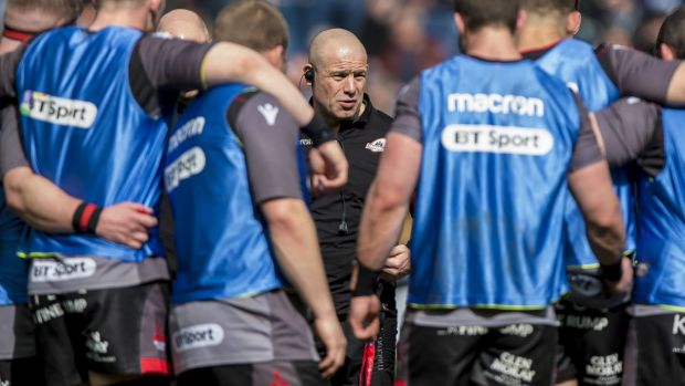 Edinburgh head coach Richard Cockerill speaks to his players ahead of their Pro14 clash with Scarlets at Murrayfield last year. Photograph: Craig Watson/Inpho