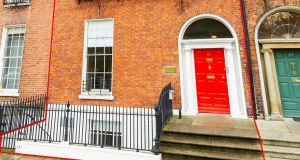 62 Fitzwilliam Square's location  is convenient to Grafton Street, the Luas and Dart