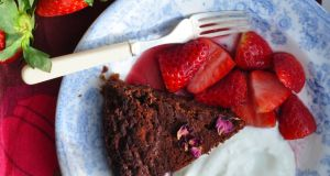 Chocolate red wine cake with strawberries