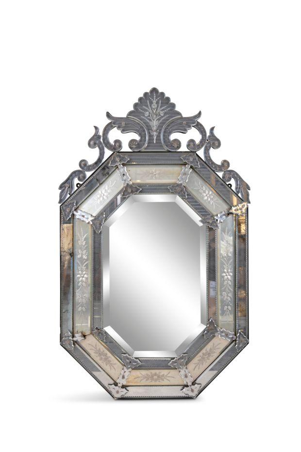 Lot 407: miroir en verre gravé vénitien du XIXe siècle entre 300 et 500 €, Adam's
