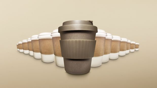 Many big-name, nationwide coffee chains offer financial rewards to reusable cup users thanks to sustainable company efforts and campaigns.