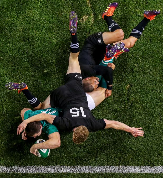 Guinness Series, Aviva Stadium, Dublin 17/11/2018Ireland vs New Zealand All BlacksIreland's Jacob Stockdale scores a try despite Damian McKenzie and Aaron Smith of New ZealandMandatory Credit ©INPHO/Tommy Dickson