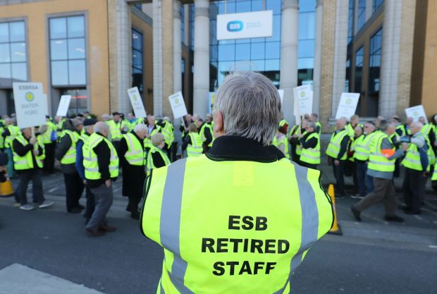 Hundreds of retired ESB workers protest at company headquarters