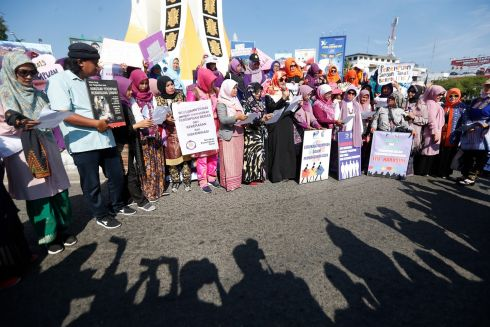 Acehnese women attend an International Women's Day in Banda Aceh, Indonesia.  EPA/HOTLI SIMANJUNTAK