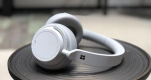The Microsoft Surface headphones look and sound good, but are missing a trick