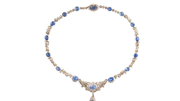A diamond and sapphire necklace (€24,000-€26,000)