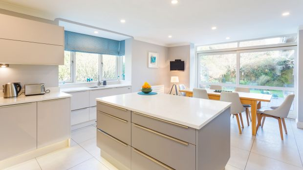 Glendhu, Foxrock: Kitchen and dining space