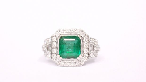 Lot 17: Emerald and diamond ring (€3,600-€4,000) at Hegarty's in Bandon.