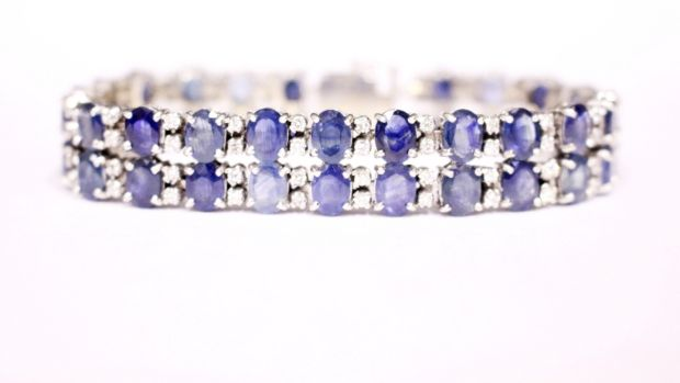 Lot 14: White gold diamond and sapphire bracelet at Hegarty's Auction Rooms in Bandon (€4,800–€5,000).