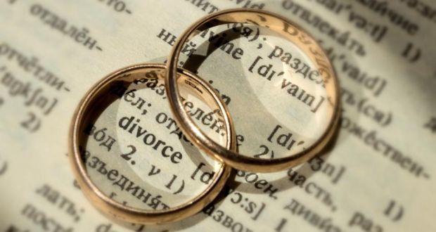 Rüyada Genç Anne Babasının Boşandığını Görmek