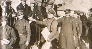 Anti-Treaty prisoners sake hands with the Free State jailers