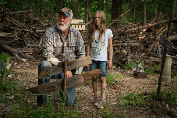 John Lithgow and Jeté Laurence in Pet Sematary