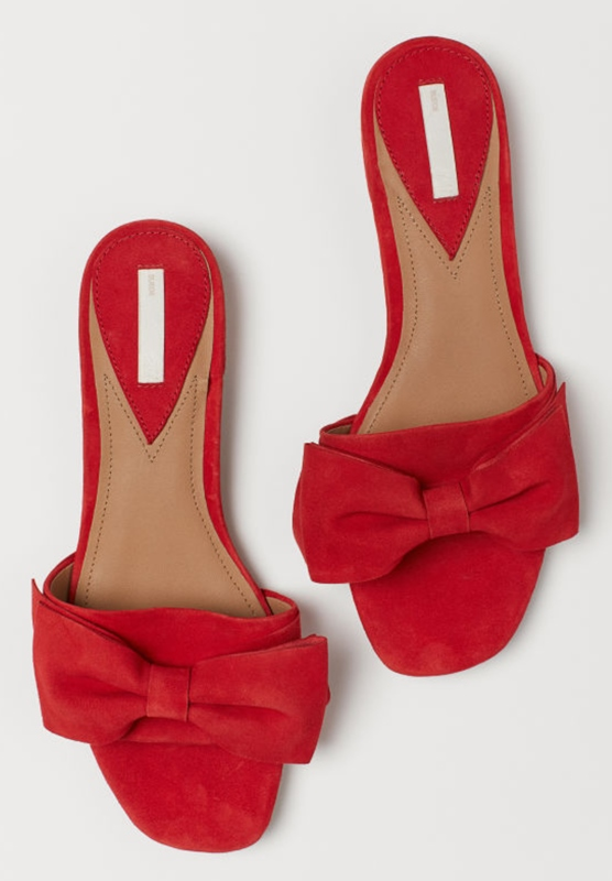 Red suede slides H + M. €39.99