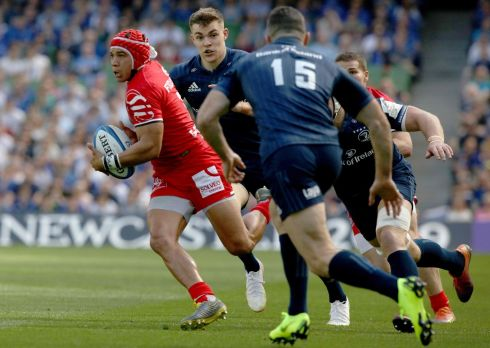 Toulouse's South African wing Cheslin Kolbe (L) makes a break. Photo: Getty Images