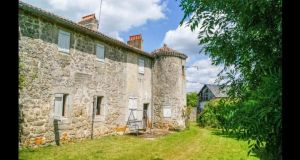 In Neuvy Bouin, this tower house is 70km away from Poitiers.